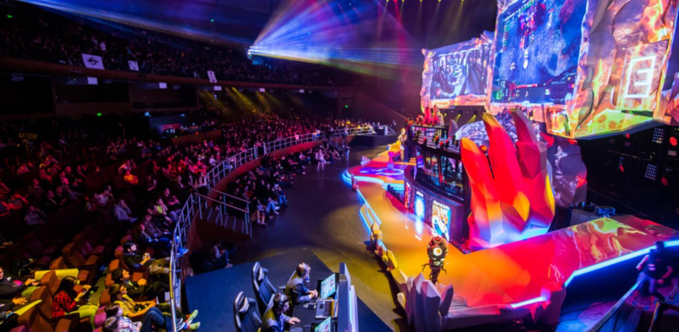 Arena de um campeonato de MOBA.