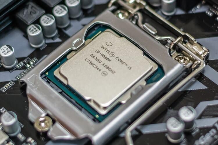 Detalhe de um chip Intel i5.