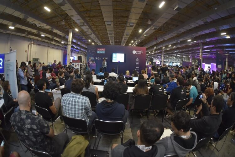 Palestra durante a Campus Party Brasil 2019.