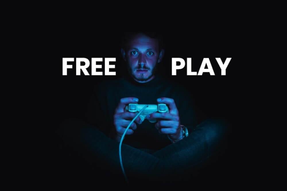 Gamer jogando com joystick.