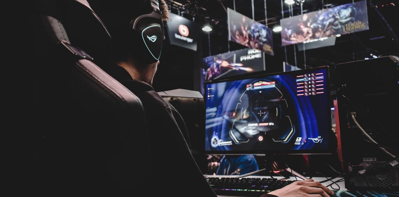 PC Gamer jogando.